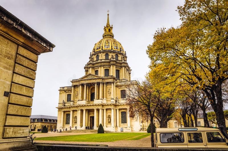 PARYŻ FRANCJA, LISTOPAD, - 11, 2017: Sławni miejsca i budynki na Paryż Paryż przy dżdżystym jesień wieczór, Francja w Listopadzie zdjęcia royalty free