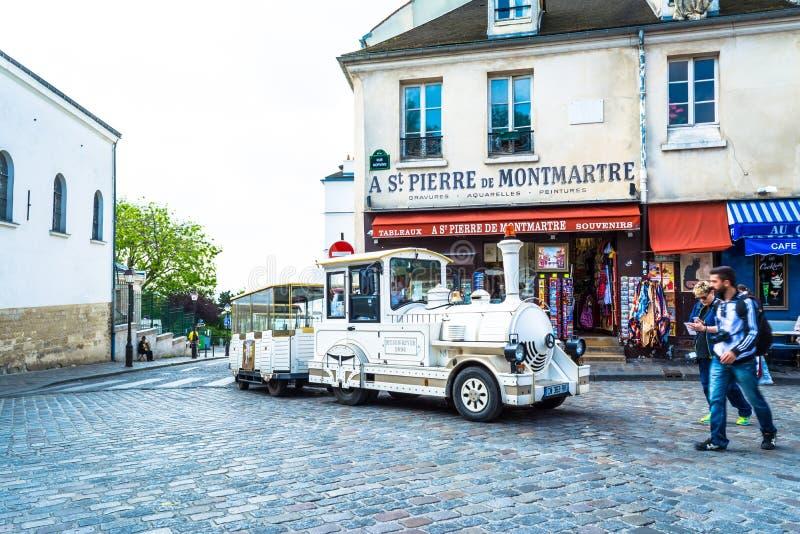 Paryż Francja, Maj, - 27, 2015: Stary turystyczny lokomotywa pociąg przy Montmartre w Paryż obrazy royalty free