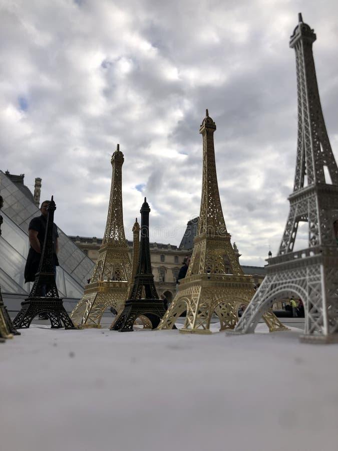 Paryż, Francja, może 30th, 2019, pamiątki wieża eifla obraz stock
