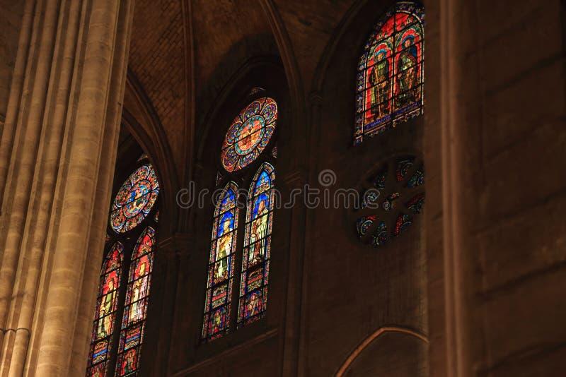 PARYŻ FRANCJA, PAŹDZIERNIK, - 28, 2018: Wnętrze jeden stare katedry w Europa notre dame de paris Francja fotografia royalty free
