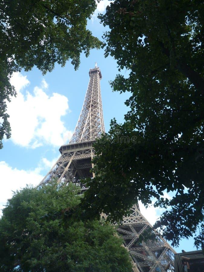 Paryż, Francja, Sierpień 17 2018: widok na wycieczce turysycznej Eiffel w słonecznym dniu obraz stock