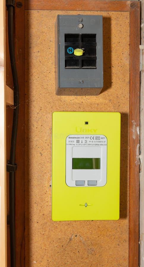 Paryż Francja, Wrzesień, - 30, 2018: Nowy mądrze elektryczny metr Linky od ERDF fotografia royalty free