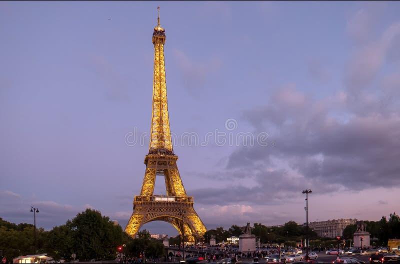 PARYŻ, FRANCJA WRZESIEŃ 20, 2015: półmrok strzelający wieża eifla w Paris obraz royalty free