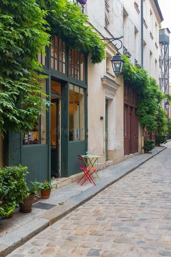 Paryż, typowa fasada zdjęcia royalty free
