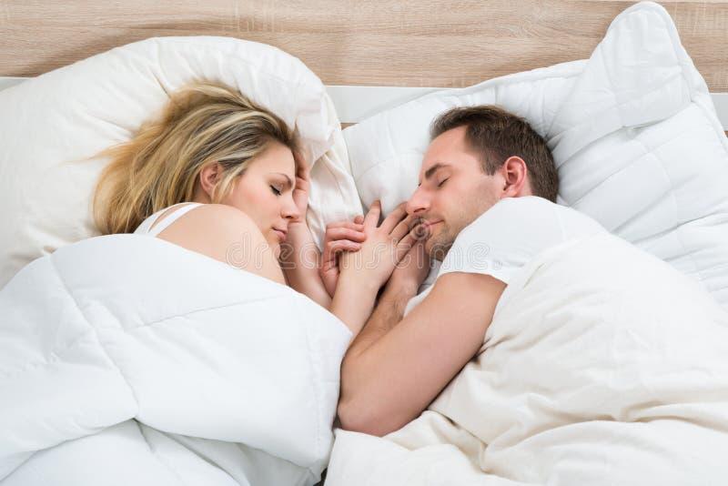 pary łóżkowy dosypianie obraz stock