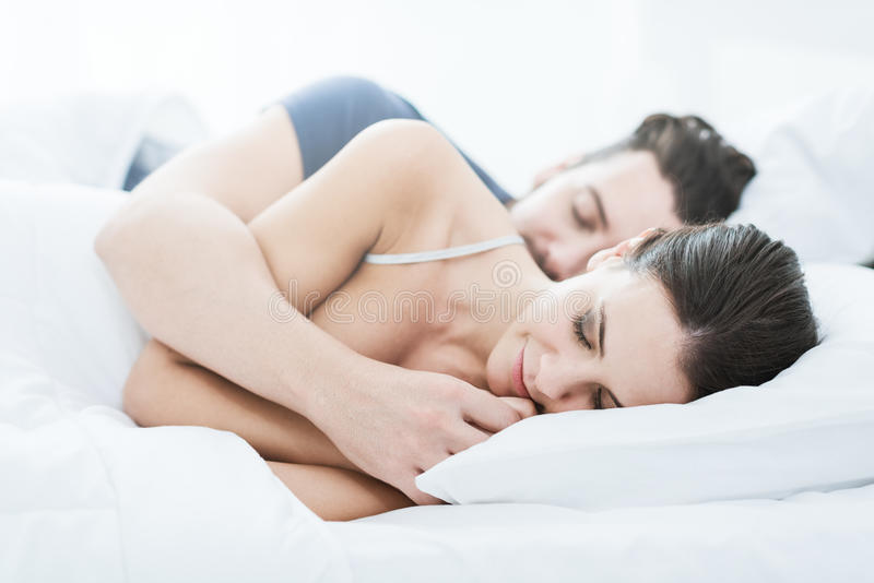 pary łóżkowy dosypianie fotografia stock