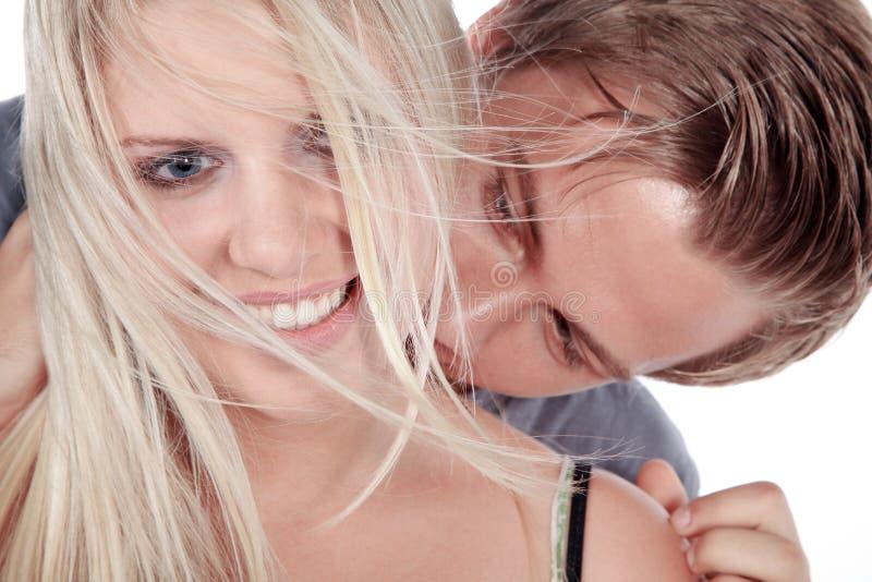 Pary śmiać się i całowanie zdjęcia royalty free