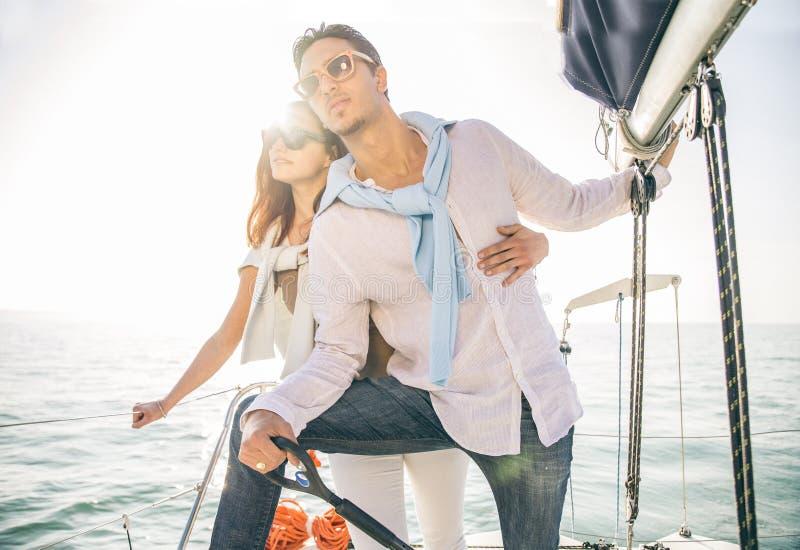 Pary żeglowanie na łodzi fotografia royalty free