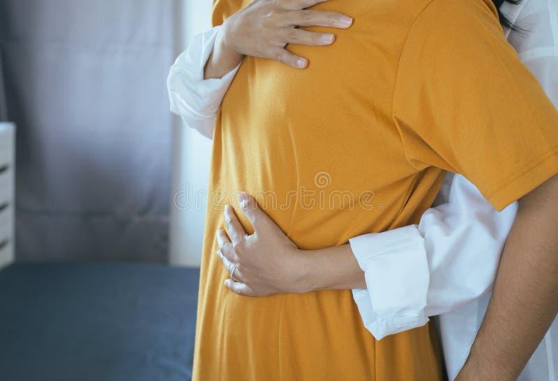 Pary azjatykci młody nastoletni przytulenie ciepły w uroczym i romantycznym momencie wpólnie, walentynka dnia pojęcie, Pierwszy m obrazy royalty free