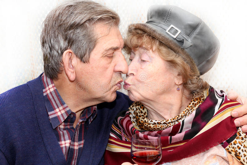 pary całowania senior obrazy stock