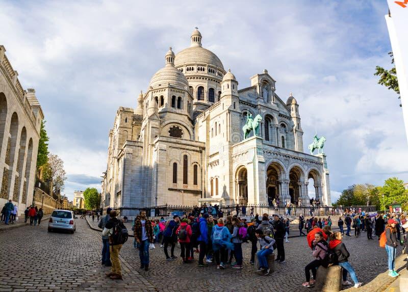 Pary?, Francja - 24 04 2019: Bazylika Sacre Couer przy Montmartre w Pary?, Francja zdjęcia stock
