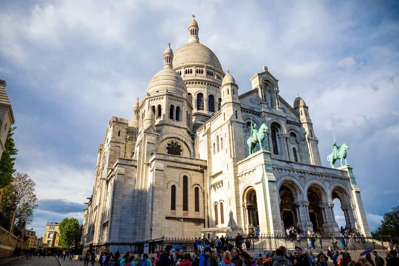 Pary?, Francja - 24 04 2019: Bazylika Sacre Couer przy Montmartre w Pary?, Francja obraz royalty free
