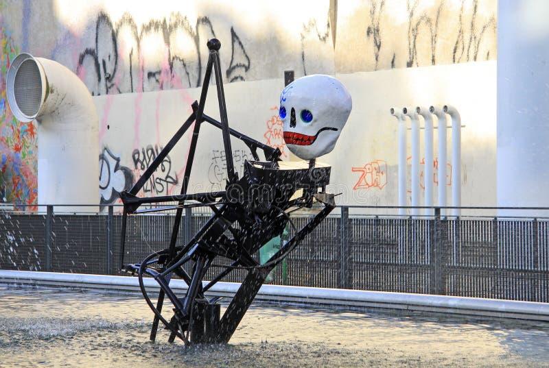 PARYŻ, FRANCJA -17 2011 GRUDZIEŃ: Stravinsky fontanna blisko Centre Georges Pompidou fotografia stock