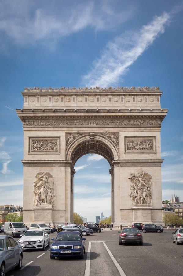 PARYŻ FRANCJA, KWIECIEŃ, - 15, 2015: Łuk De Triomphe na Kwietniu 15, 2015 w Paryż, Francja Sławny miejsce Paryż obrazy royalty free