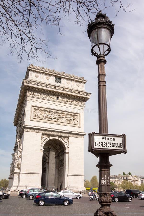 PARYŻ FRANCJA, KWIECIEŃ, - 15, 2015: Łuk De Triomphe na Kwietniu 15, 2015 w Paryż, Francja Sławny miejsce Paryż obrazy stock