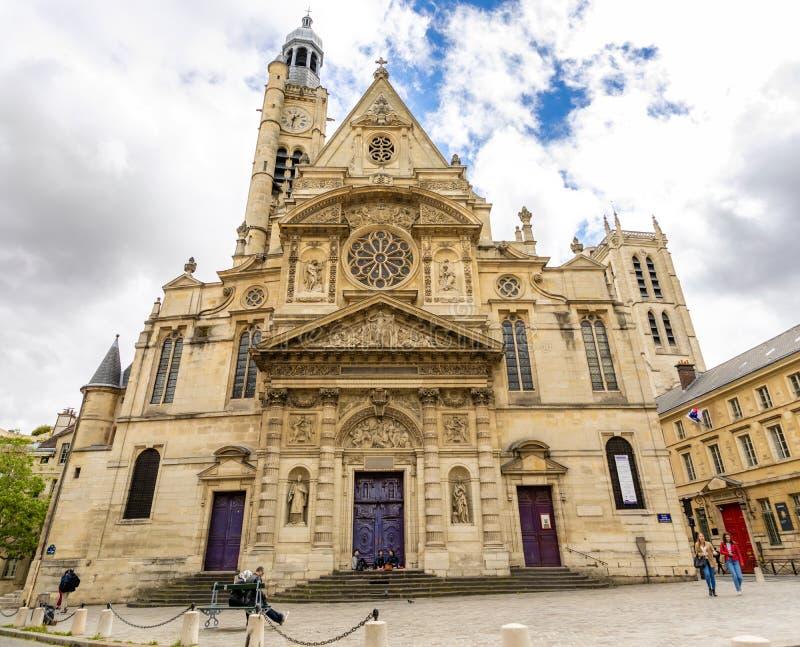 Pary?, Francja - 24 04 2019: Saint Etienne Du Mont Ko?ci?? w ?aciny ?wiartce, francuski gothic ko?ci?? w chmurnym dniu, Pary? zdjęcia royalty free