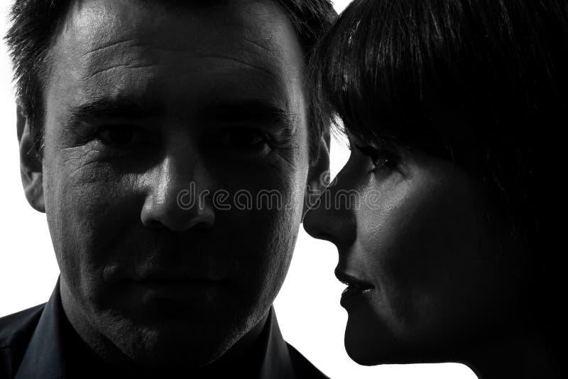 Pary kobiety mężczyzna zakończenie w górę portret sylwetki zdjęcia stock