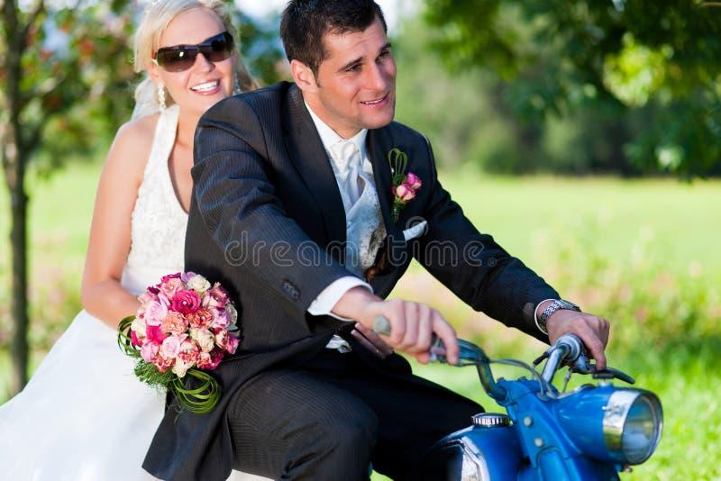 pary motocyklu ślub obrazy stock
