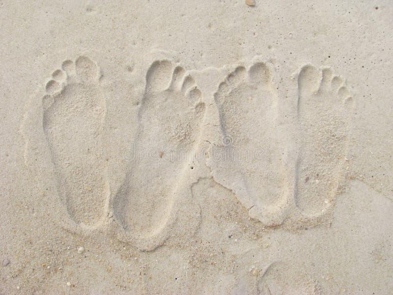pary odcisk stopy s piasek zdjęcie stock