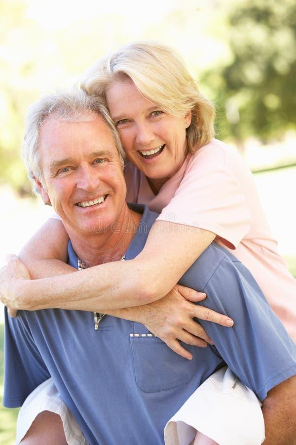pary parkowego portreta romantyczny senior fotografia royalty free