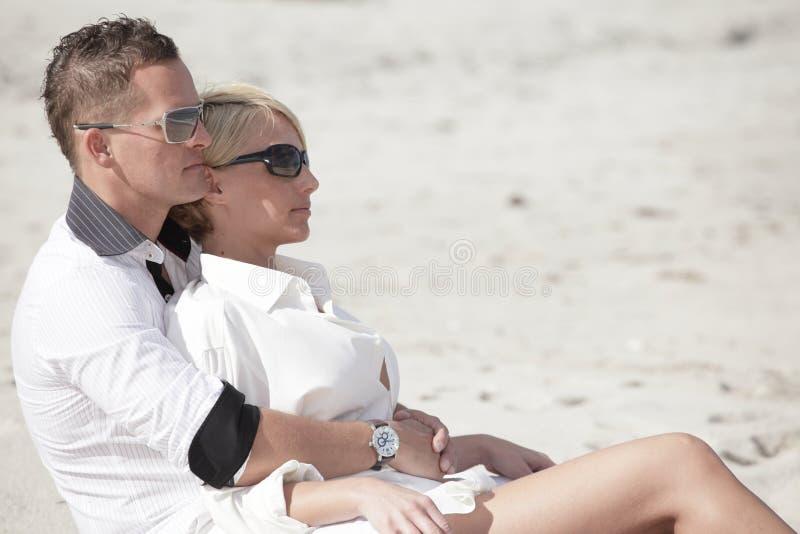 pary piaska siedzący potomstwa zdjęcia royalty free