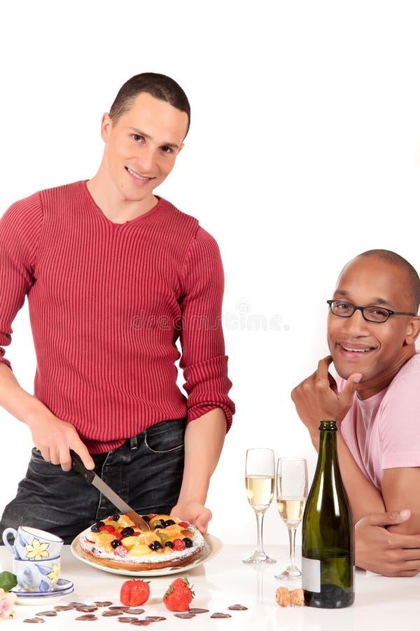 pary pochodzenia etnicznego homoseksualna kuchnia mieszająca obrazy royalty free