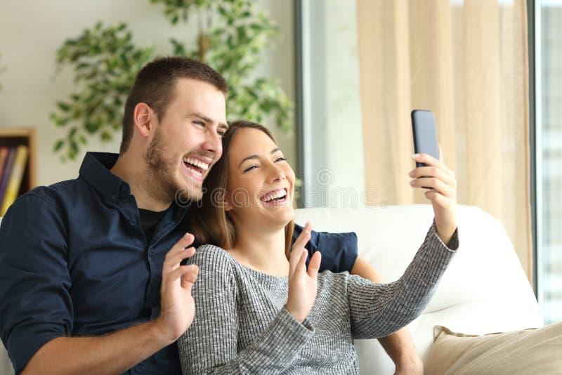 Pary powitanie w telefonu wideo wezwaniu zdjęcia royalty free