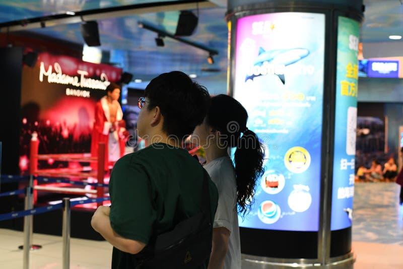 Pary pozycja przy madame tussauds Bangkok obrazy stock