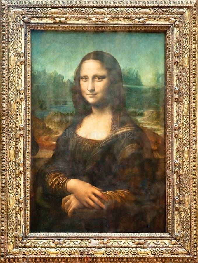 PARYŻ, SIERPIEŃ - 16: Mona Lisa Włoskim artystą Leonardo Da Vinci przy louvre muzeum, Sierpień 16, 2009 w Paryż, Francja. zdjęcie stock