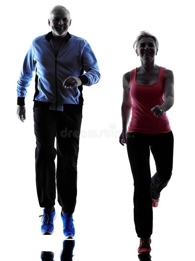 Pary starsza sprawność fizyczna ćwiczy sylwetkę zdjęcia royalty free
