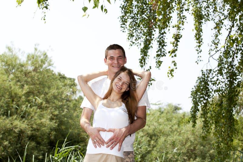 pary szczęśliwy przytulenia ja target872_0_ obrazy royalty free