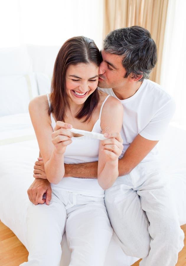 pary znalezienia test ciążowy rezultatów test obrazy royalty free