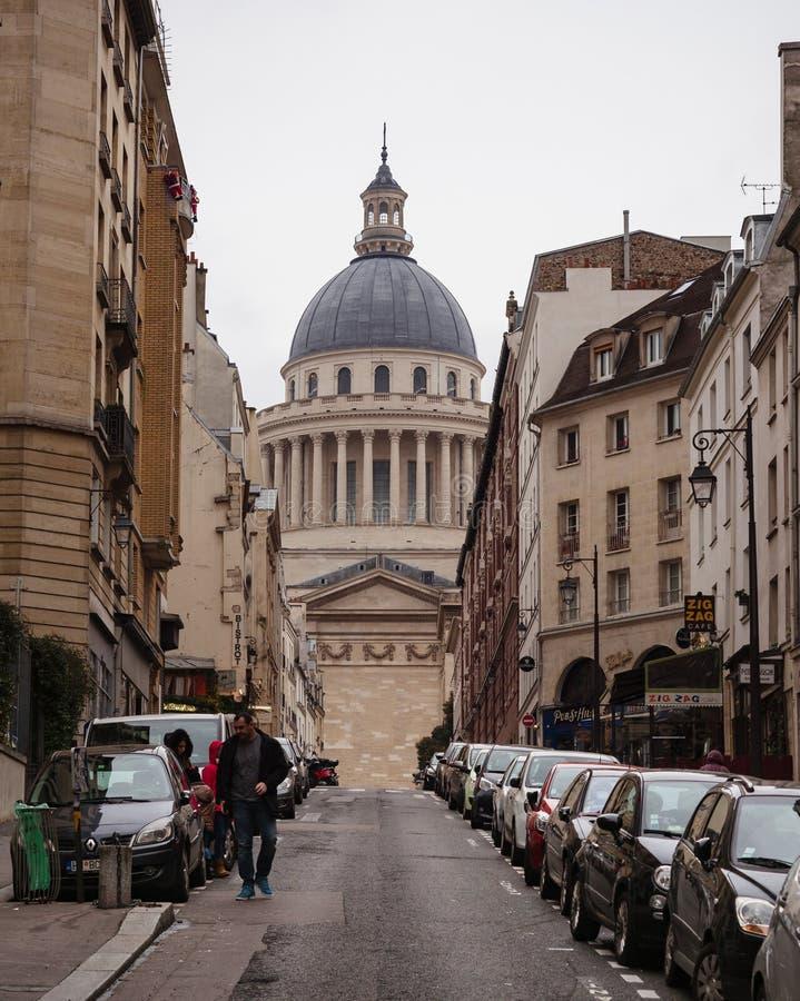 Paryjski przelotne spojrzenie Łacińska ćwiartka z widokiem pantheo obrazy royalty free
