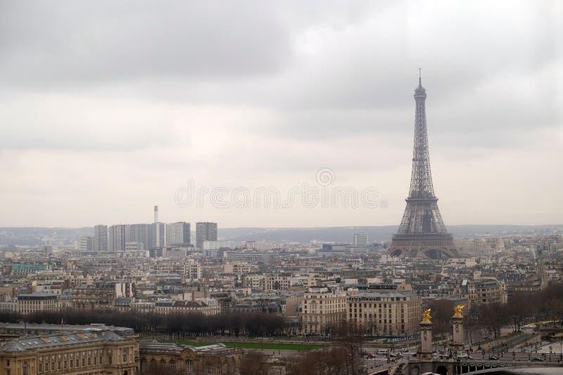 Paryska linii horyzontu panorama Eifel wierza w odleg?o?ci zdjęcia stock