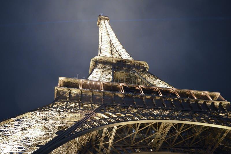 Paryska wieża eifla przy nocą w zimie fotografia stock