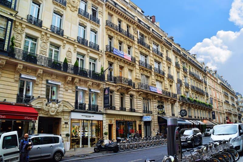 Paryski mieszkanie budynek mieszkalny obrazy stock