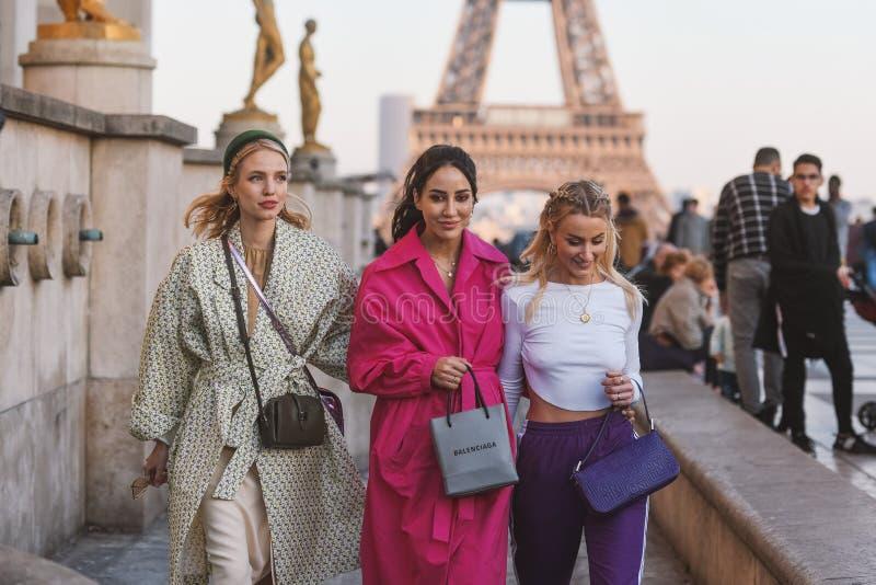 Paryski moda tydzień PFWAW19 - ulica styl - zdjęcie stock