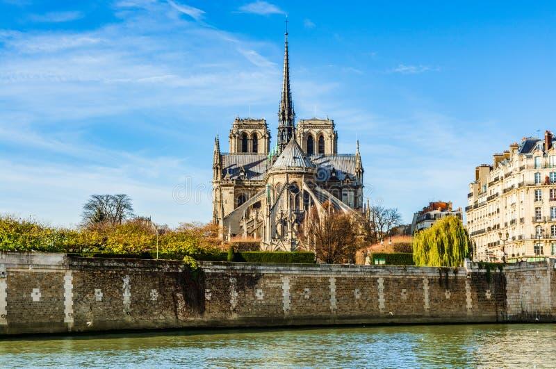 Paryski Notre Damae Katedralny widok xix wiek iglica Eugene le robi? d?b zakrywaj?cy z prowadzeniem, zniszczonym wewn?trz obrazy stock