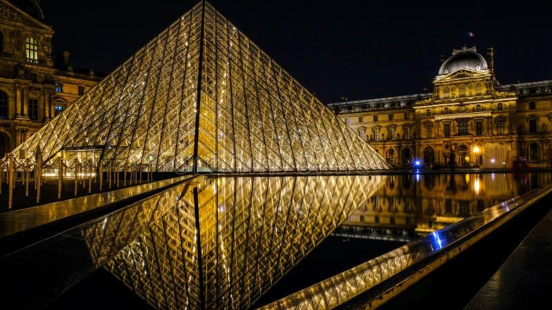 Paryski ostrosłupa odbicie obraz royalty free