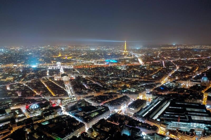 Paryski widoku z lotu ptaka pejzaż miejski przy nocą w Francja fotografia royalty free