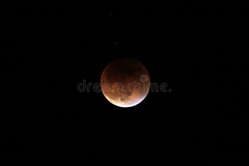 Parziale dopo l'eclissi lunare totale 2015 fotografie stock libere da diritti