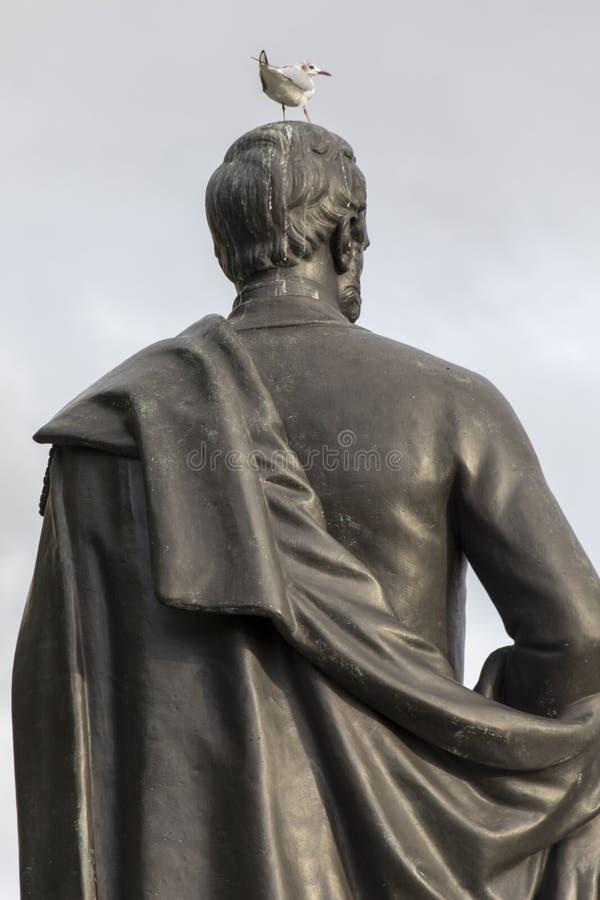 Parzysty, równy w Londyn, ptaka wykładowcy ` t szacuneku statuy obraz stock