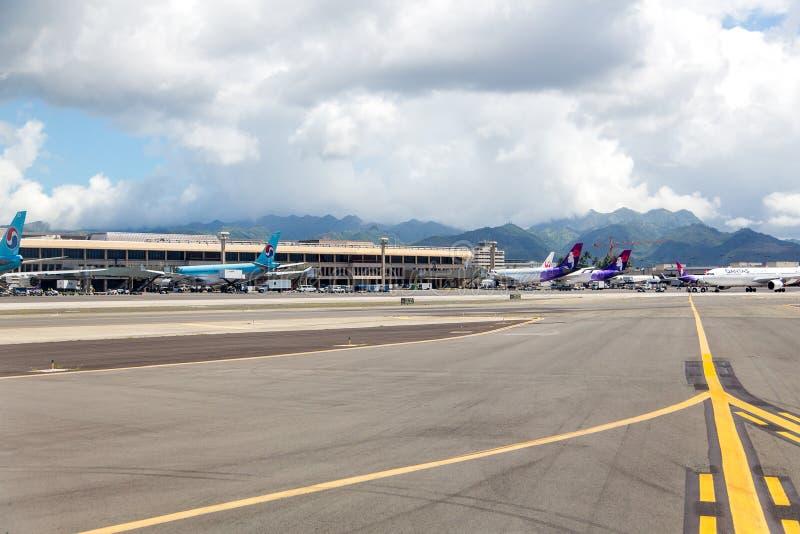 Pas startowy z ampuła samolotami w Honolulu zdjęcie stock