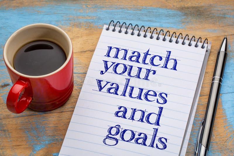 Pas uw waarden en doelstellingen aan - spiraalvormig notitieboekje royalty-vrije stock afbeelding