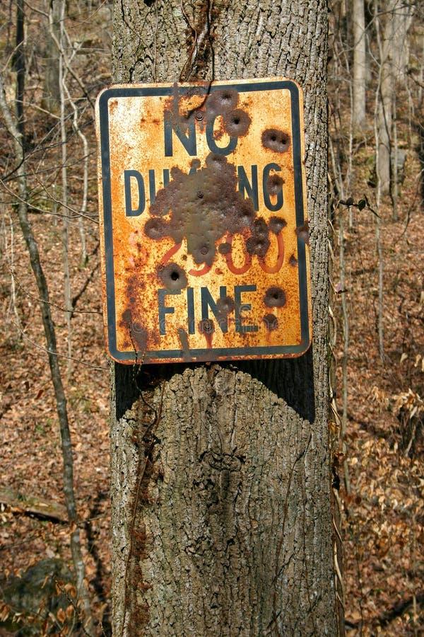 Pas vandalized aucun signe de dumping photographie stock libre de droits