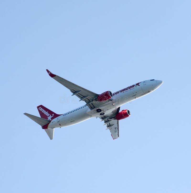 Pasażer samolotu odrzutowego w wspinaczce po zdejmował zdjęcia stock