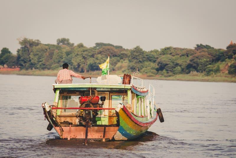 Pasażerska łódź na Irrawaddy rzece obraz royalty free