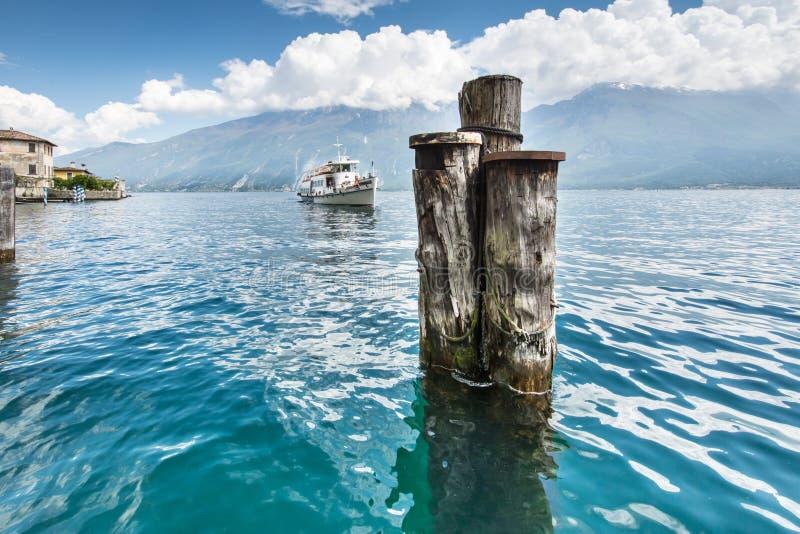Pasażerski statek na Jeziornym Gardzie obraz royalty free