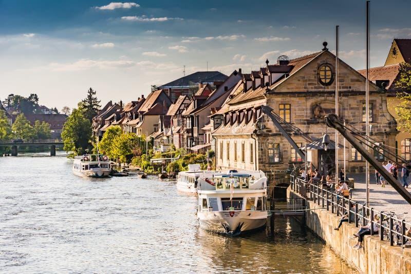 Pasażerski statek przy Rzecznym Regnitz w Bamberg obrazy stock