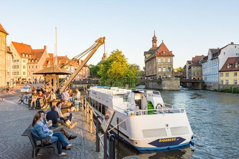 Pasażerski statek przy Rzecznym Regnitz w Bamberg zdjęcia stock